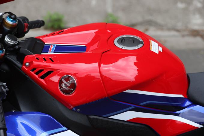 【ホンダ CBR1000RR-R ファイアーブレード SP 試乗記】保安部品を装備しても、乗り味は本気の市販レーサーの16画像