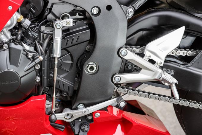 【ホンダ CBR1000RR-R ファイアーブレード SP 試乗記】保安部品を装備しても、乗り味は本気の市販レーサーの18画像