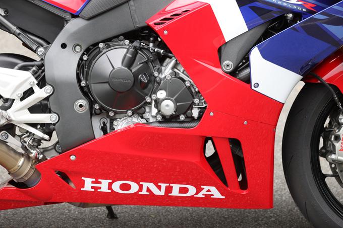 【ホンダ CBR1000RR-R ファイアーブレード SP 試乗記】保安部品を装備しても、乗り味は本気の市販レーサーの19画像