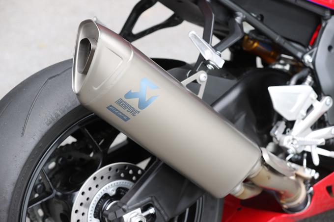 【ホンダ CBR1000RR-R ファイアーブレード SP 試乗記】保安部品を装備しても、乗り味は本気の市販レーサーの20画像
