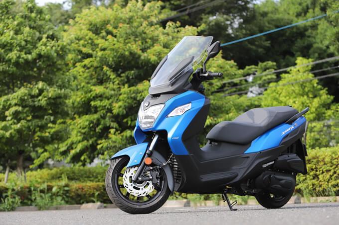 【SYM JOYMAX Z 250 試乗記】税込50万円を切る圧巻のコストパフォーマンス!走りと装備の基本をきっちりと押さえた250ccスクーターのメイン画像
