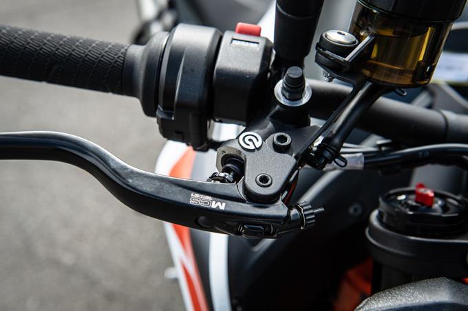 【KTM 890デュークR 試乗記】超軽くて俊敏で足もイイ!コーナーを鋭く切り取る「超外科用メス」の実力とは!?の19画像