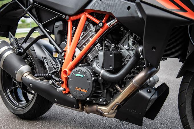 【KTM 1290スーパーデュークGT試乗記】とんでもなくスポーティな大陸横断ツアラーだの09画像