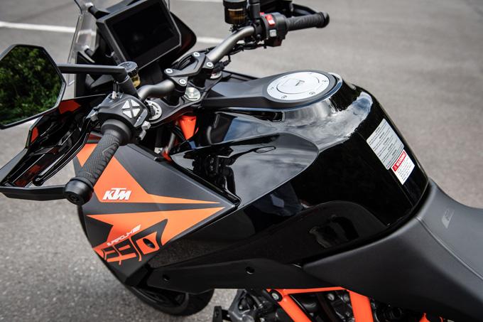 【KTM 1290スーパーデュークGT試乗記】とんでもなくスポーティな大陸横断ツアラーだの13画像