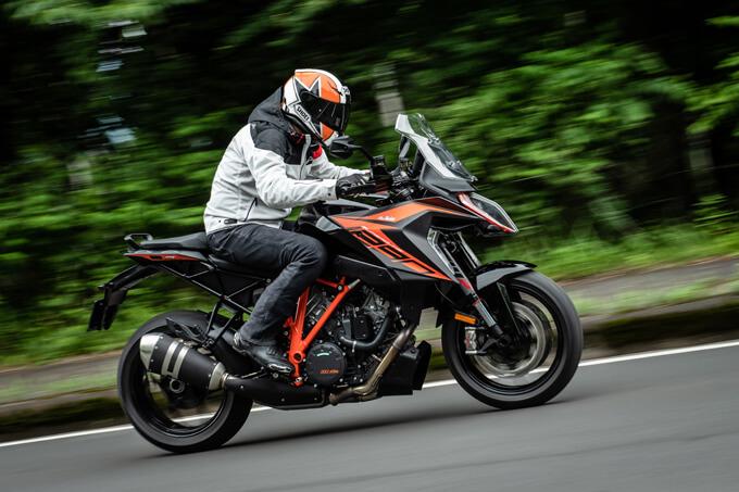 【KTM 1290スーパーデュークGT試乗記】とんでもなくスポーティな大陸横断ツアラーだ メイン画像