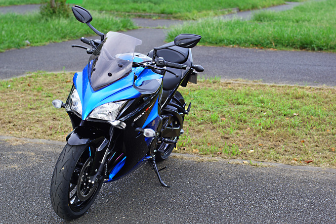 """【スズキ GSX-S1000F 試乗記】これ一台ですべてをまかなえる、ある種の""""アガリ""""バイクの06画像"""