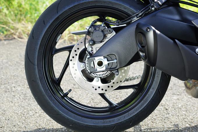 """【スズキ GSX-S1000F 試乗記】これ一台ですべてをまかなえる、ある種の""""アガリ""""バイク13画像"""