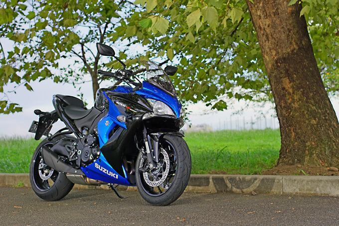 """【スズキ GSX-S1000F 試乗記】これ一台ですべてをまかなえる、ある種の""""アガリ""""バイクメイン画像"""