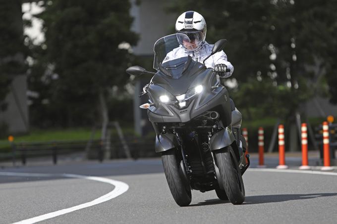 【ヤマハ トリシティ300 試乗記】フロント2輪で抜群の安定感と自然な旋回性を誇る「LMW」に自立サポート機能を装備したニューモデルが登場の05画像