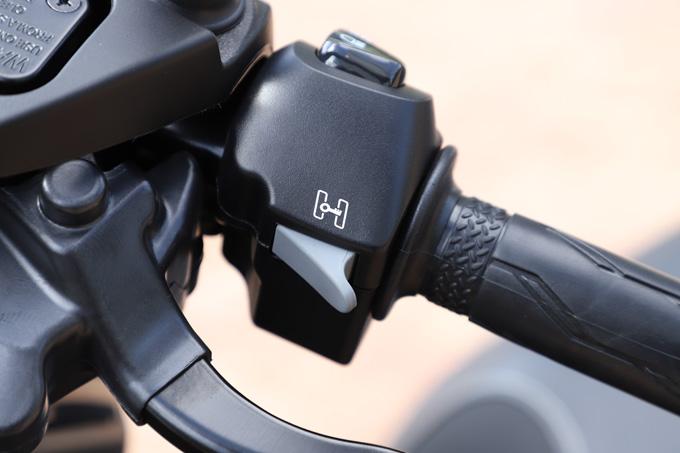 【ヤマハ トリシティ300 試乗記】フロント2輪で抜群の安定感と自然な旋回性を誇る「LMW」に自立サポート機能を装備したニューモデルが登場の11画像