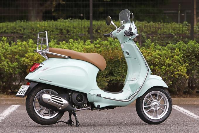 【ベスパ プリマベーラ150 試乗記】美しいボディラインが生み出す優雅さと、現代的な装備&走りを兼ね備えたイタリアンスクーターの02画像