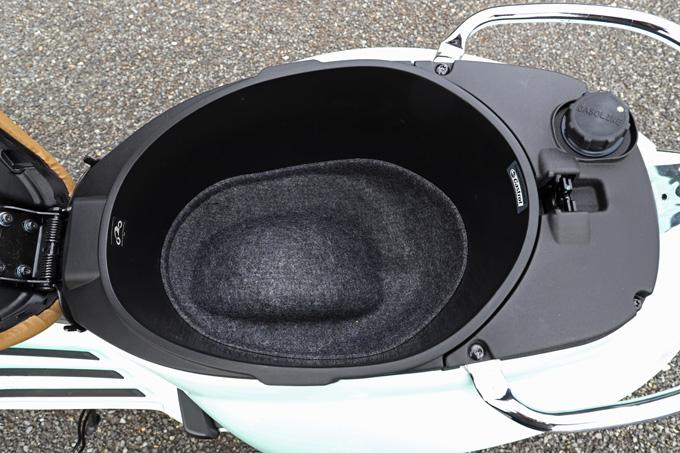 【ベスパ プリマベーラ150 試乗記】美しいボディラインが生み出す優雅さと、現代的な装備&走りを兼ね備えたイタリアンスクーターの17画像