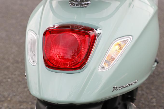 【ベスパ プリマベーラ150 試乗記】美しいボディラインが生み出す優雅さと、現代的な装備&走りを兼ね備えたイタリアンスクーターの20画像
