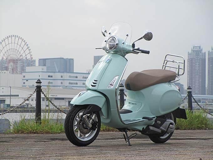 【ベスパ プリマベーラ150 試乗記】美しいボディラインが生み出す優雅さと、現代的な装備&走りを兼ね備えたイタリアンスクーターのメイン画像