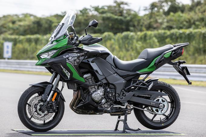 【カワサキ VERSYS 1000 SE 試乗記】バイクの楽しさはそのまま、疲れを軽減するSHOWAスカイフックテクを採用した2021年式欧州モデルをインプレッションの03画像