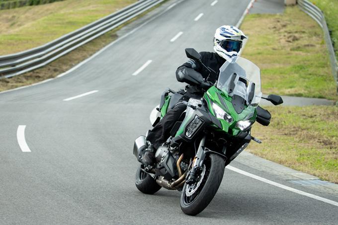 【カワサキ VERSYS 1000 SE 試乗記】バイクの楽しさはそのまま、疲れを軽減するSHOWAスカイフックテクを採用した2021年式欧州モデルをインプレッションの05画像