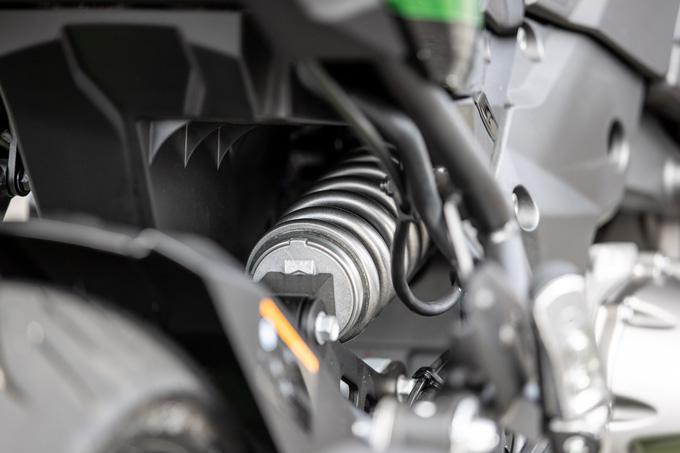 【カワサキ VERSYS 1000 SE 試乗記】バイクの楽しさはそのまま、疲れを軽減するSHOWAスカイフックテクを採用した2021年式欧州モデルをインプレッションの18画像