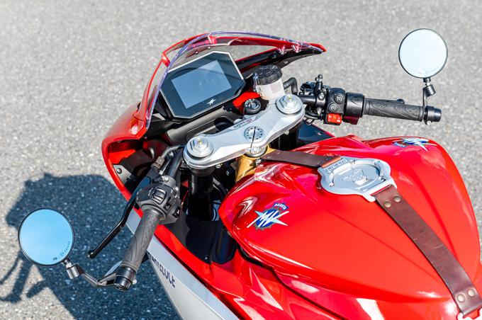 【MVアグスタ スーパーベローチェ800 試乗記】ルックスに加えて、乗り味もフレンドリーの12画像