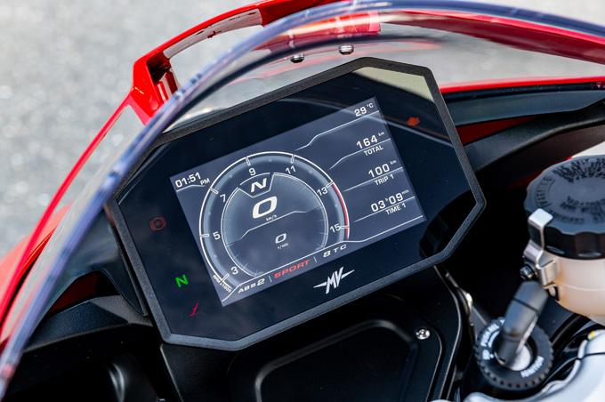 【MVアグスタ スーパーベローチェ800 試乗記】ルックスに加えて、乗り味もフレンドリーの13画像