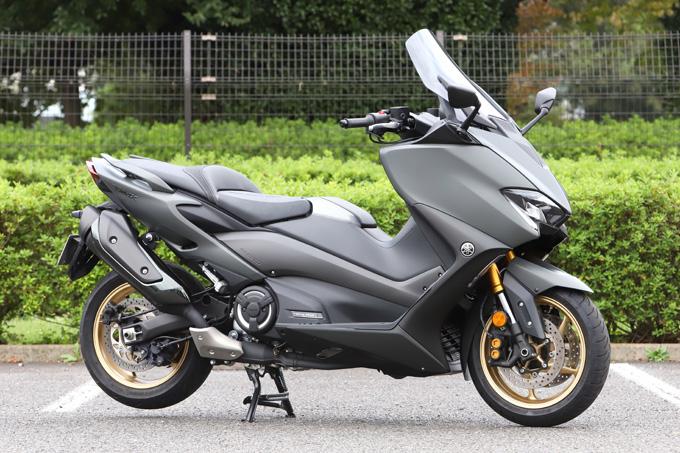 """【ヤマハ TMAX560 テックマックス ABS 試乗記】排気量アップで走りと快適性がさらに進化!スクーターを超えた""""オートマチックスポーツ""""の01画像"""