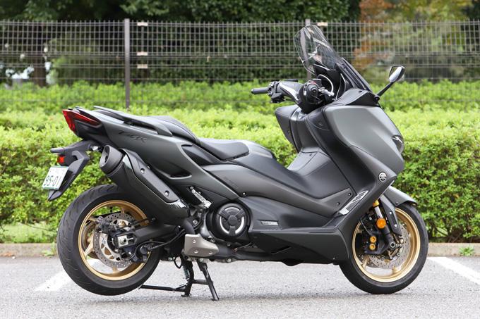 """【ヤマハ TMAX560 テックマックス ABS 試乗記】排気量アップで走りと快適性がさらに進化!スクーターを超えた""""オートマチックスポーツ""""の02画像"""