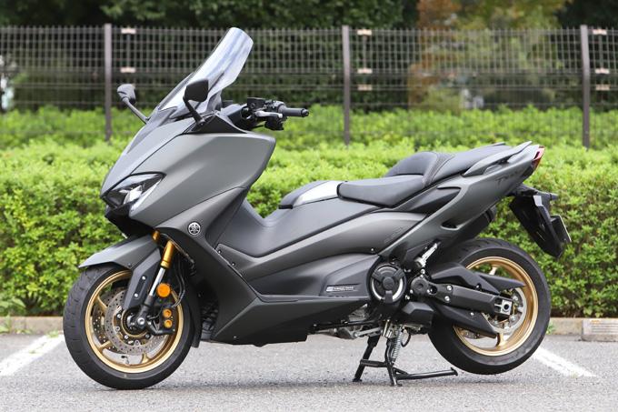 """【ヤマハ TMAX560 テックマックス ABS 試乗記】排気量アップで走りと快適性がさらに進化!スクーターを超えた""""オートマチックスポーツ""""の03画像"""