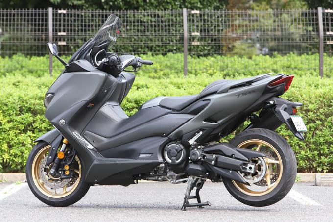 """【ヤマハ TMAX560 テックマックス ABS 試乗記】排気量アップで走りと快適性がさらに進化!スクーターを超えた""""オートマチックスポーツ""""の04画像"""