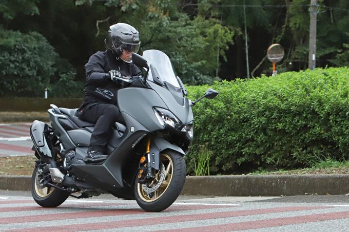 """【ヤマハ TMAX560 テックマックス ABS 試乗記】排気量アップで走りと快適性がさらに進化!スクーターを超えた""""オートマチックスポーツ""""の08画像"""
