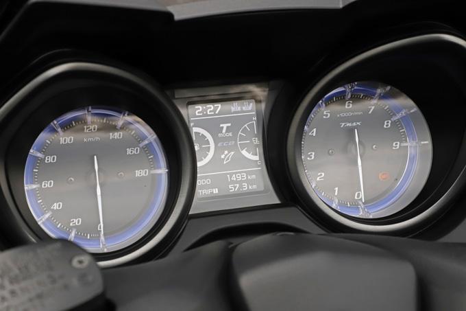 """【ヤマハ TMAX560 テックマックス ABS 試乗記】排気量アップで走りと快適性がさらに進化!スクーターを超えた""""オートマチックスポーツ""""の11画像"""