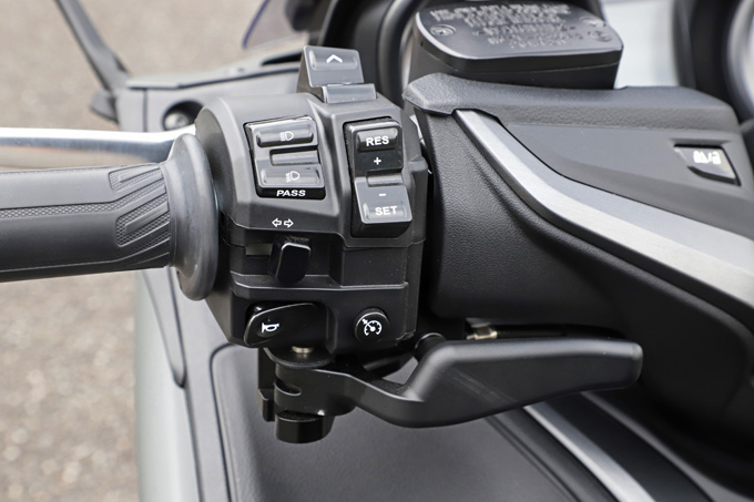 """【ヤマハ TMAX560 テックマックス ABS 試乗記】排気量アップで走りと快適性がさらに進化!スクーターを超えた""""オートマチックスポーツ""""の12画像"""