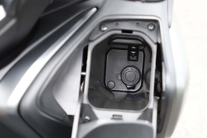"""【ヤマハ TMAX560 テックマックス ABS 試乗記】排気量アップで走りと快適性がさらに進化!スクーターを超えた""""オートマチックスポーツ""""の14画像"""