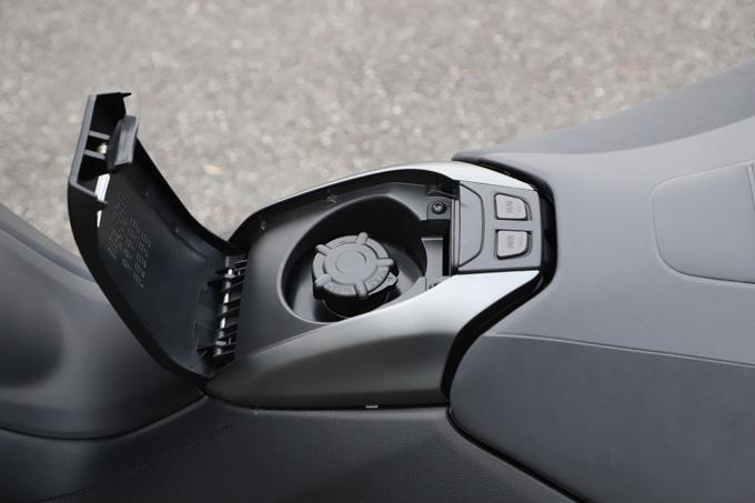 """【ヤマハ TMAX560 テックマックス ABS 試乗記】排気量アップで走りと快適性がさらに進化!スクーターを超えた""""オートマチックスポーツ""""の15画像"""