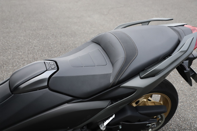 """【ヤマハ TMAX560 テックマックス ABS 試乗記】排気量アップで走りと快適性がさらに進化!スクーターを超えた""""オートマチックスポーツ""""の16画像"""