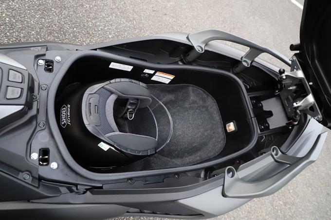 """【ヤマハ TMAX560 テックマックス ABS 試乗記】排気量アップで走りと快適性がさらに進化!スクーターを超えた""""オートマチックスポーツ""""の17画像"""
