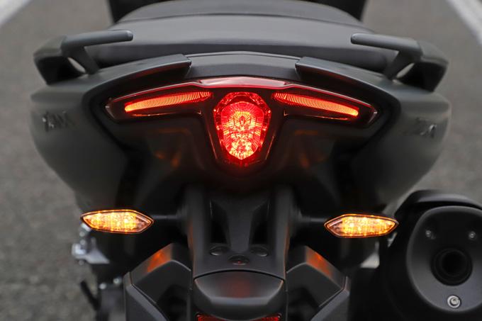 """【ヤマハ TMAX560 テックマックス ABS 試乗記】排気量アップで走りと快適性がさらに進化!スクーターを超えた""""オートマチックスポーツ""""の25画像"""