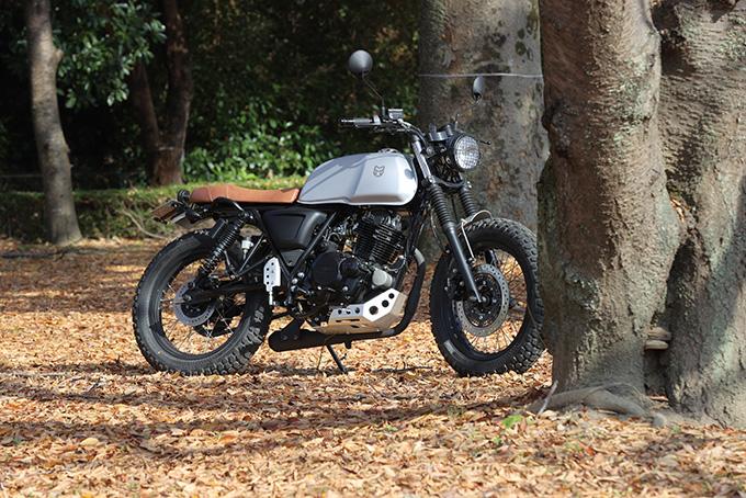 【マット アキタ250試乗記】イギリスのビルダーが生み出した、空冷単気筒のカスタムバイクの01画像