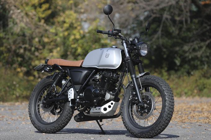 【マット アキタ250試乗記】イギリスのビルダーが生み出した、空冷単気筒のカスタムバイクの02画像