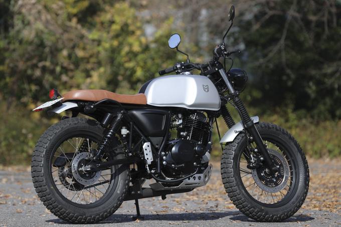 【マット アキタ250試乗記】イギリスのビルダーが生み出した、空冷単気筒のカスタムバイクの03画像