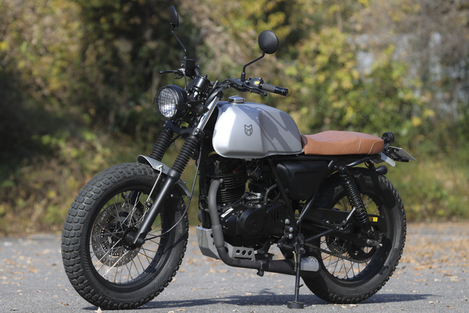 【マット アキタ250試乗記】イギリスのビルダーが生み出した、空冷単気筒のカスタムバイクの05画像