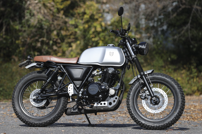 【マット アキタ250試乗記】イギリスのビルダーが生み出した、空冷単気筒のカスタムバイクの07画像
