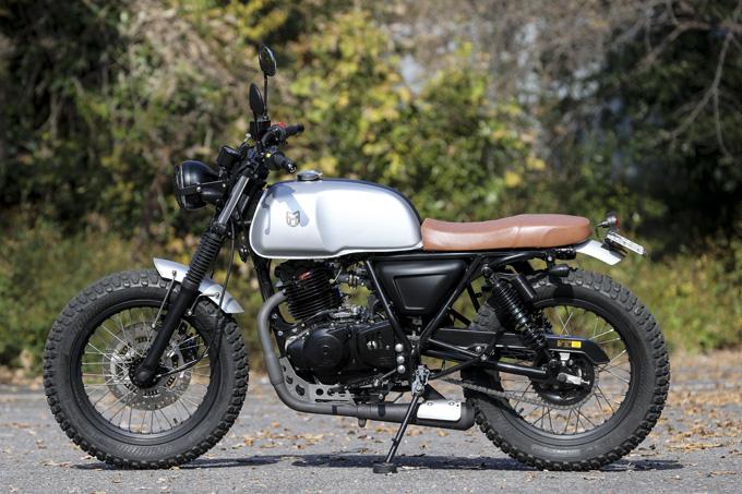 【マット アキタ250試乗記】イギリスのビルダーが生み出した、空冷単気筒のカスタムバイクの08画像