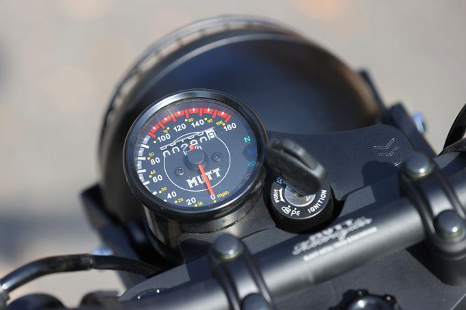 【マット アキタ250試乗記】イギリスのビルダーが生み出した、空冷単気筒のカスタムバイクの13画像