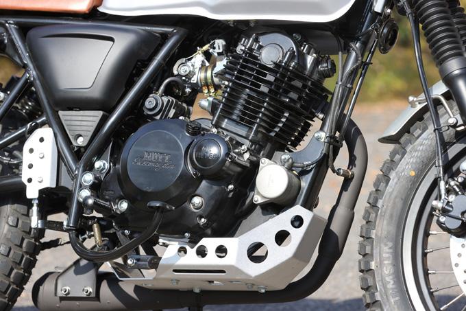 【マット アキタ250試乗記】イギリスのビルダーが生み出した、空冷単気筒のカスタムバイクの18画像