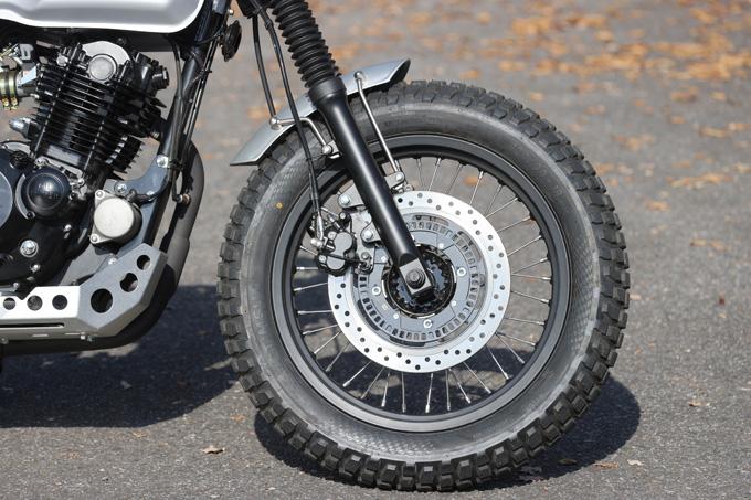 【マット アキタ250試乗記】イギリスのビルダーが生み出した、空冷単気筒のカスタムバイクの20画像