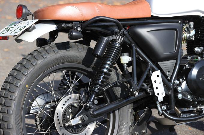 【マット アキタ250試乗記】イギリスのビルダーが生み出した、空冷単気筒のカスタムバイクの21画像