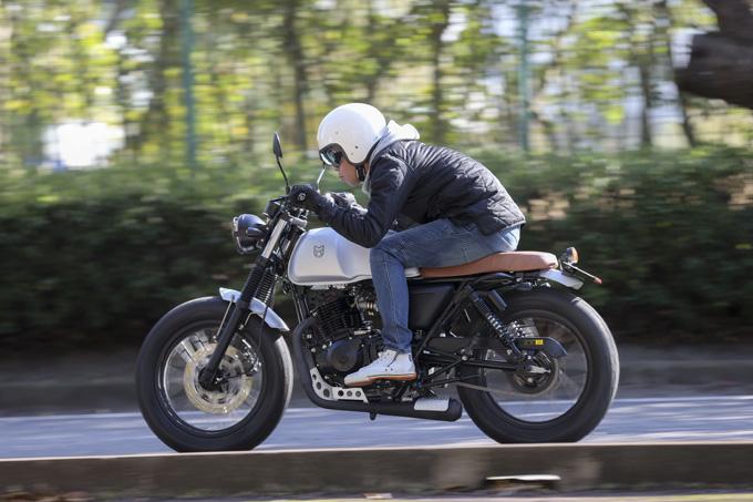 【マット アキタ250試乗記】イギリスのビルダーが生み出した、空冷単気筒のカスタムバイク メイン画像