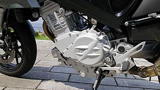 BMWが中間排気量クラスを開拓するために開発した、並列2気筒パラツインエンジン。バランサーアームによる、振動を抑えた滑らかな吹け上がりが特徴。また、エンジンサイズが小さくF800Sのコンパクト化にも貢献している。