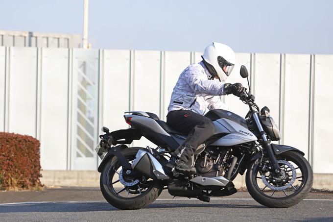 【スズキ ジクサー250 試乗記】軽くてパワフル!! 気軽に乗れるコスパの高いライトウェイトスポーツの05画像