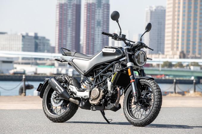 【ハスクバーナ スヴァルトピレン 125 試乗記】高回転型エンジンの旨味を堪能できる、400ccクラスのブレーキ&サスペンションの03画像