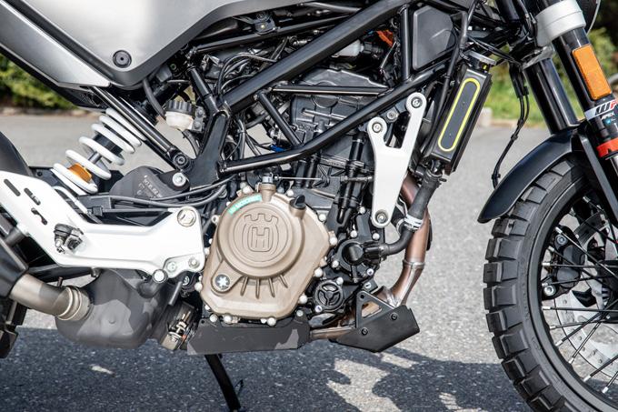 【ハスクバーナ スヴァルトピレン 125 試乗記】高回転型エンジンの旨味を堪能できる、400ccクラスのブレーキ&サスペンションの10画像